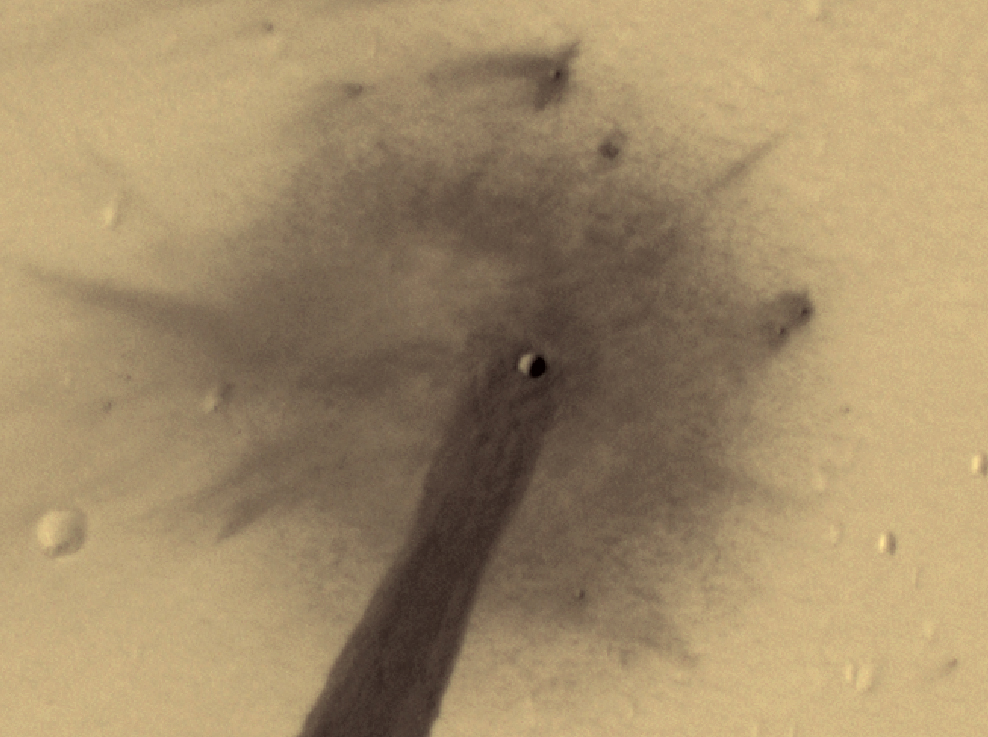 Close up of the crater captured by the MRO's HiRISE instrument. - Image Credit: NASA/JPL/University of Arizona
