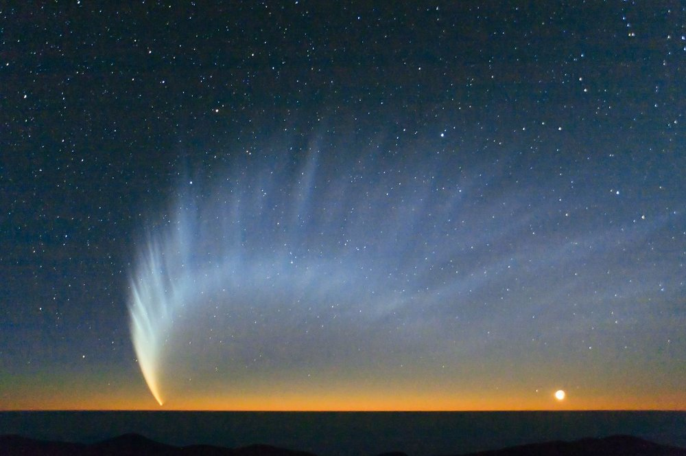 Comet McNaught over the Pacific Ocean. Image taken from Paranal Observatory in January 2007 – Image Credits: ESO/Sebastian Deiries