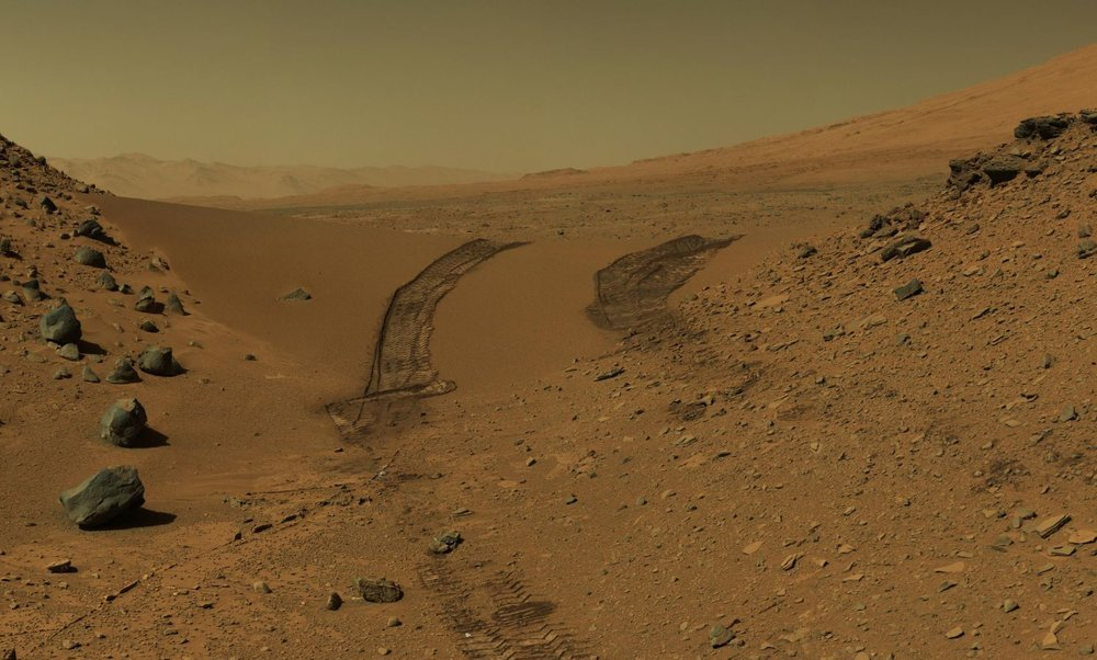 Signs of life on Mars? These are the tracks of NASA's Curiosity rover exploring the Martian landscape - Image Cerdit:  NASA/JPL-Caltech/MSSS
