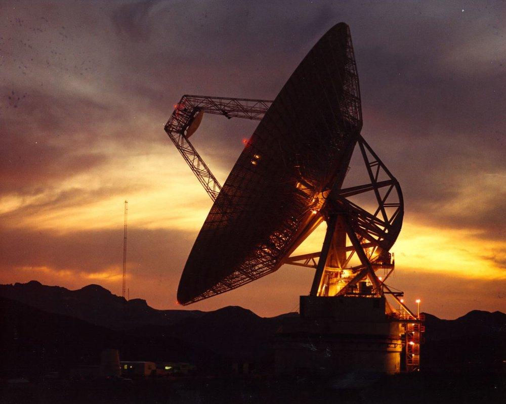 A 70 meter radio antenna at the DSN facility in California. Image Credit:  NASA via Wikimedia Commons