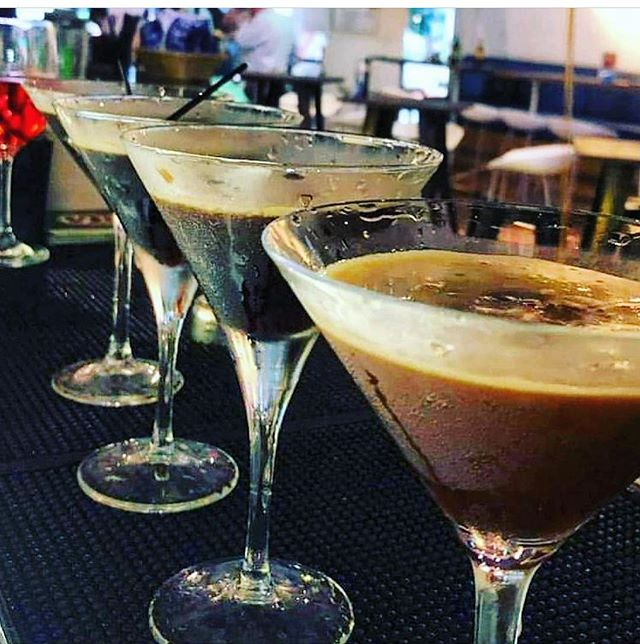 Happy Thursday! Kickstart your evening with @boomarangbistro's delicious Espresso Martinis in a charming setting along the Singapore River. . . #boomarangbistro #boomarang #espressomartini #luxurious #velvet #coffee #smooth #cocktail #martini #coffeeaddict #TGIF #friyay #afterwork #weekendvibes #fridaynight #love #whati8today #sgig #addictive #sgbar #sgdining #sginsiders #sgfood #sgfoodie #singapore #bartender #instafoodie #instasg #exploresingaporeeats #sgrestaurant
