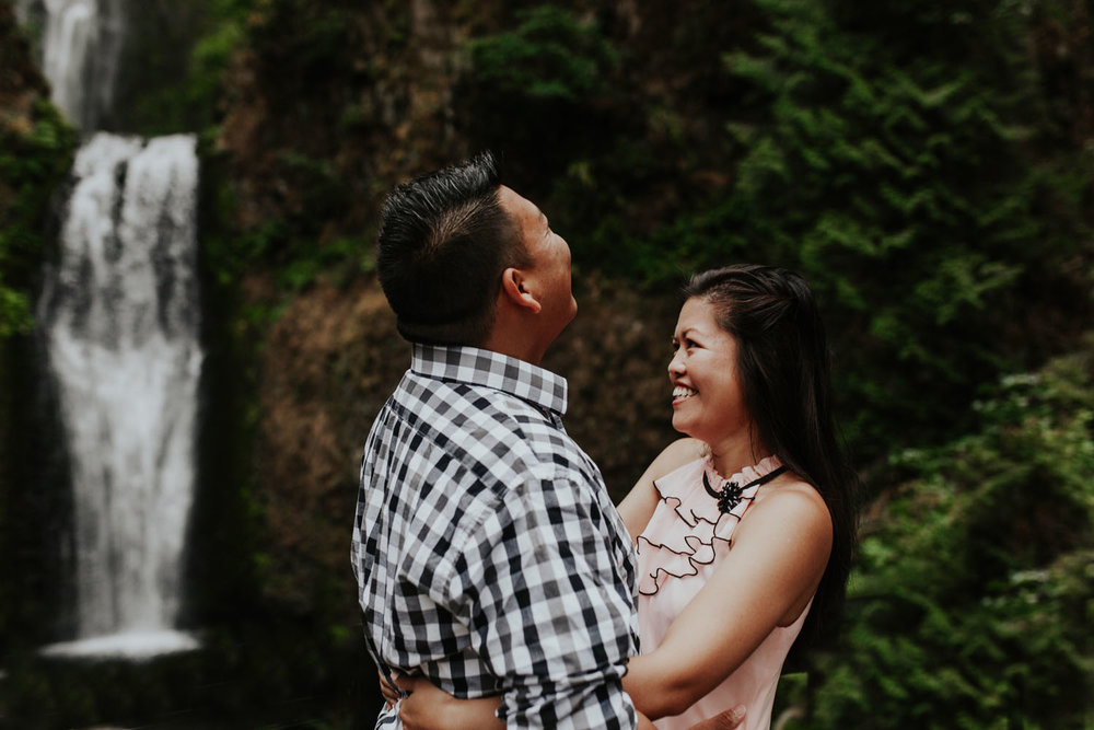 destination wedding photographers atlanta engagment photographer elopement photography oregon Latourell Bridal Veil Multnomah falls 0002.jpg