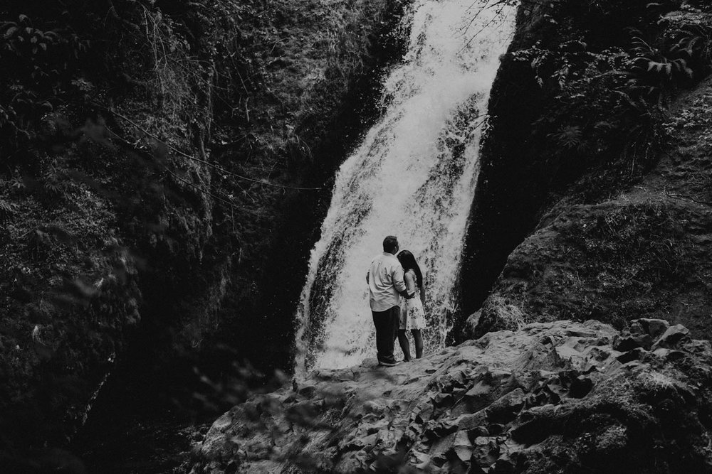 destination wedding photographers atlanta engagment photographer elopement photography oregon Latourell Bridal Veil Multnomah falls 0069.jpg