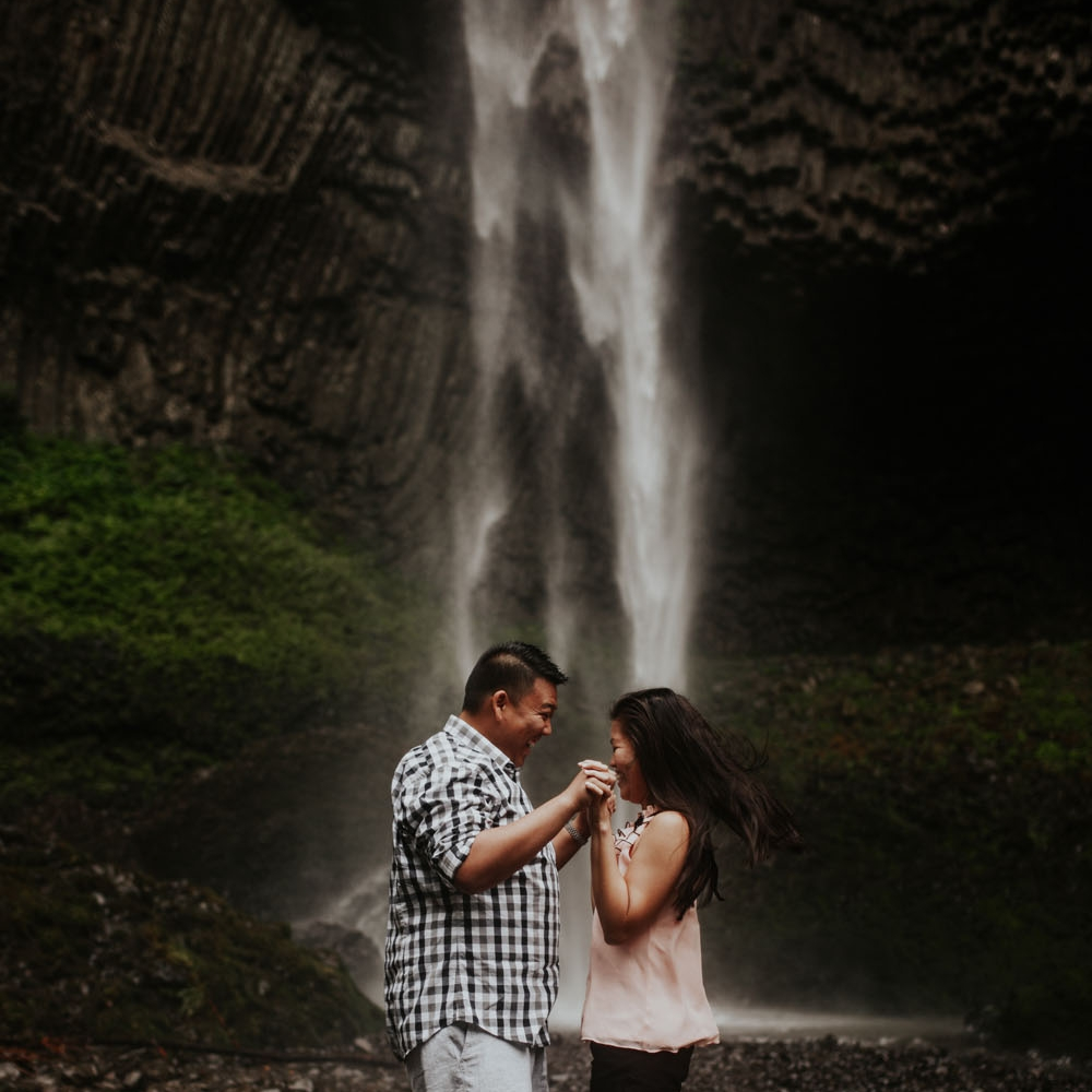 destination wedding photographers atlanta engagment photographer elopement photography oregon Latourell Bridal Veil Multnomah falls 0014.jpg