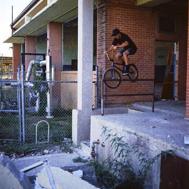 @d_fred_ straight tooth at post apocalyptic school out-rail ⚒ 📷 @matthildebeast #film #bmx #atx #kodak #ektar100 #hasselblad #delicgatedotcom