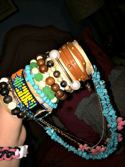 - Reuse your old toilet paper or paper towel rolls to keep necklaces from getting tangled. You can tie necklaces through the rolls, so they aren't intertwining in a bag. As a bonus you can also put bracelets on the outside of the roll to keep them stacked