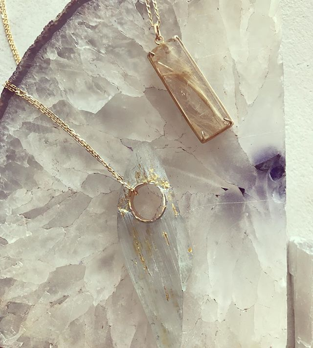 One of a kind gems deserve to be made in to one of a kind jewels, am I right? Both of these pendants highlight one of a kind, ethically sourced gems from Brazil, framed in recycled gold ✨ ⠀⠀⠀⠀⠀⠀⠀⠀⠀ ⠀⠀⠀⠀⠀⠀⠀⠀⠀ ⠀⠀⠀⠀⠀⠀⠀⠀⠀ #aquamarine #rutilatedquartz #ethicallysourced #goldnecklace #customjewelry #oneofakindjewelry #gemstonemagic #talismans #crystals  #uniquejewelry #jewelrylover #designerjewelry  #recycledgold #fairtrade #finejewelry  #modern #minimal #slowfashion #sustainableluxury #enjistudiojewelry #ethicalwithanedge