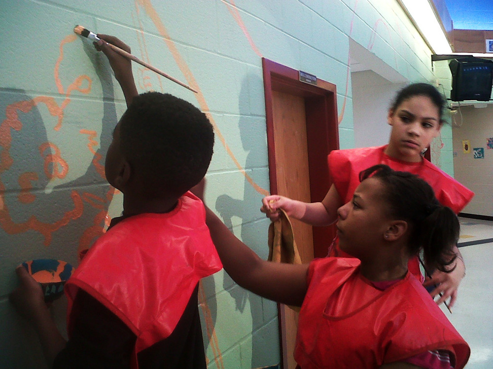 perkerson_elementary_students work with tcp resident artists_on_entryway_mural4.jpg