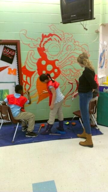 perkerson_elementary_students_work_with_tcp_resident_1501.jpg