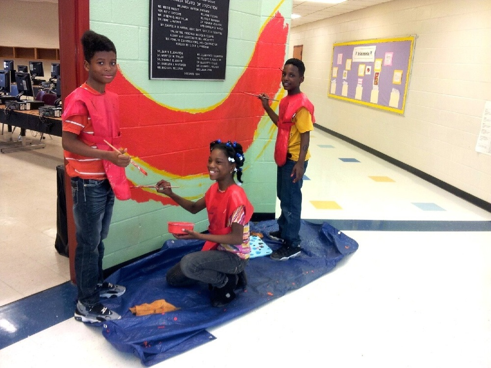 perkerson_elementary_students_work_with_tcp_resident_1728.jpg