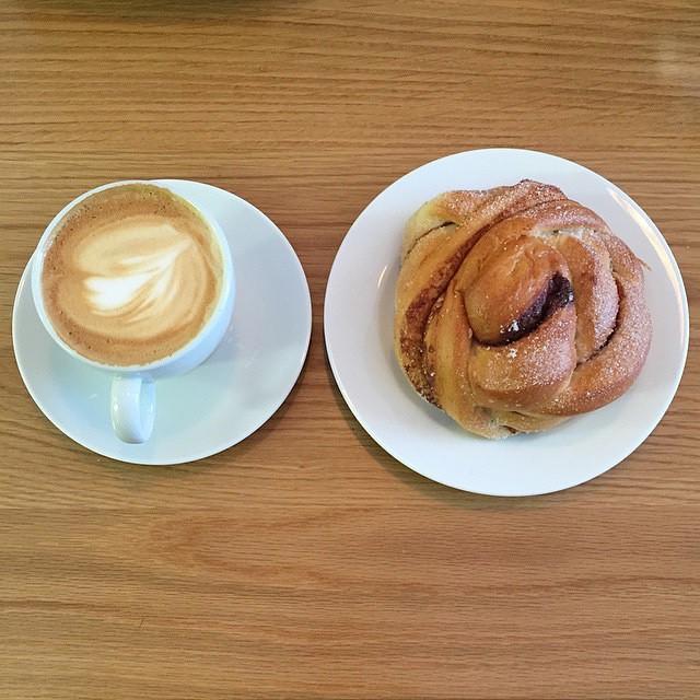 #kanelbolle og #cappucino Foto: @myyearinfood