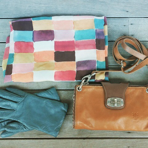 FLATLAY FRIDAY!  All ready for the weekend. @estilaustralia #flatlay #accessories #leatherbag #leatherutch #clutches #southernhighlands