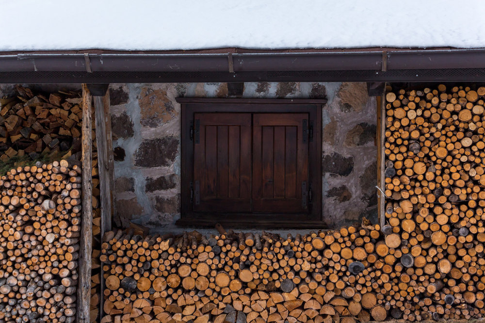 Logs-alpine-hut