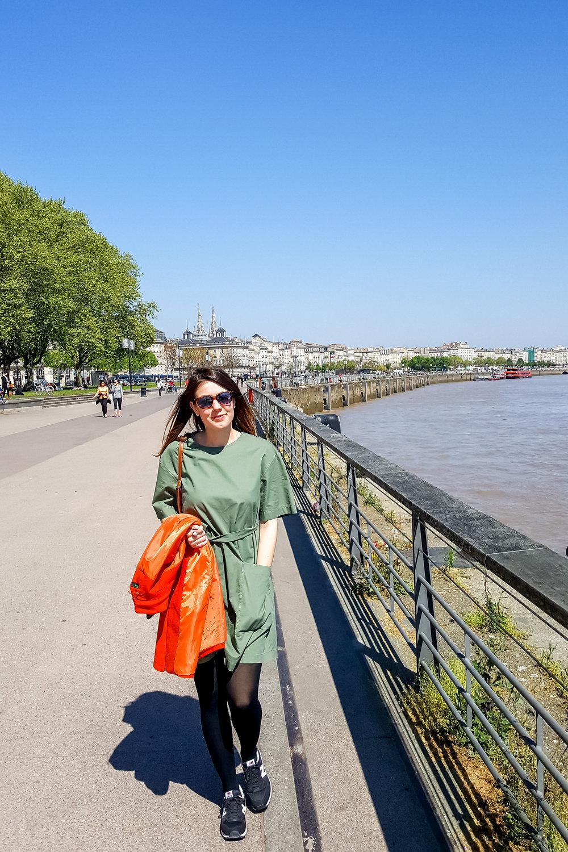 Bordeaux, promenade by the Garonne