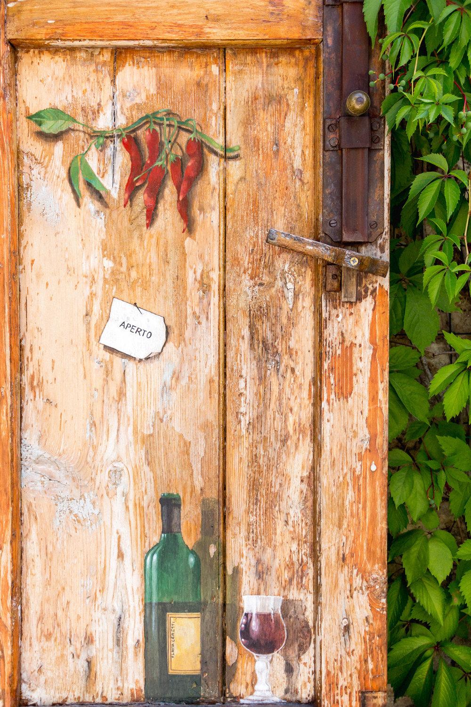 Pretty door of La Bottega di Cacio, Bagno Vignoni