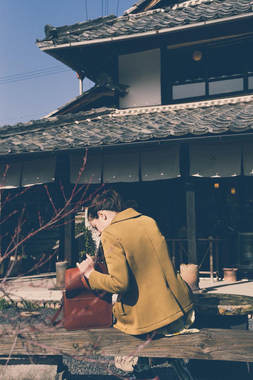 In front of the Ogama Noborigama cafe, Shigaraki