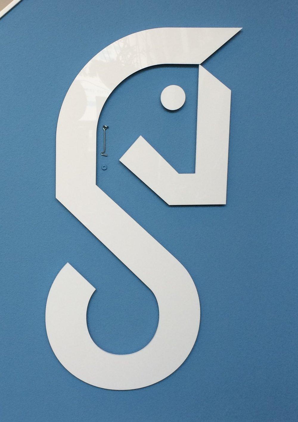 De freesletter uit het logo