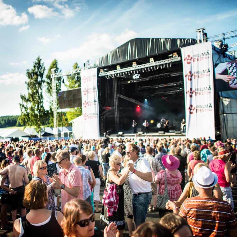 Iskelmäfestivaali kokoaasuomalaiset iskelmäfanit Himokselle.