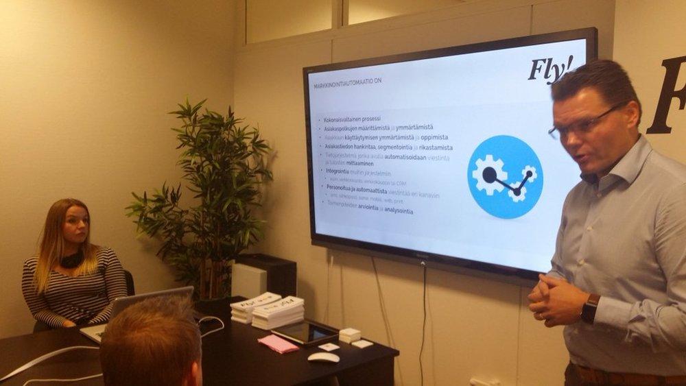 """""""Markkinointiautomaatio on prosessi, ei pelkkää teknologiaa"""",Flyn Janne Korhonen kertoi markkinointiautomaation-seminaarissa."""