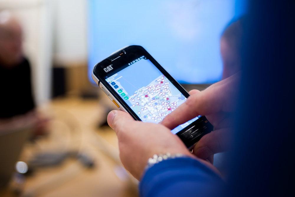 Newelon palvelut painottuvat verkkoinfraan ja siihen liittyvien laitteiden ja laitetiedon paikantamiseen kartalla. Laite-ja paikantamistiedosta saadaan myös kattavaa analytiikkaa päätöksenteon tueksi.