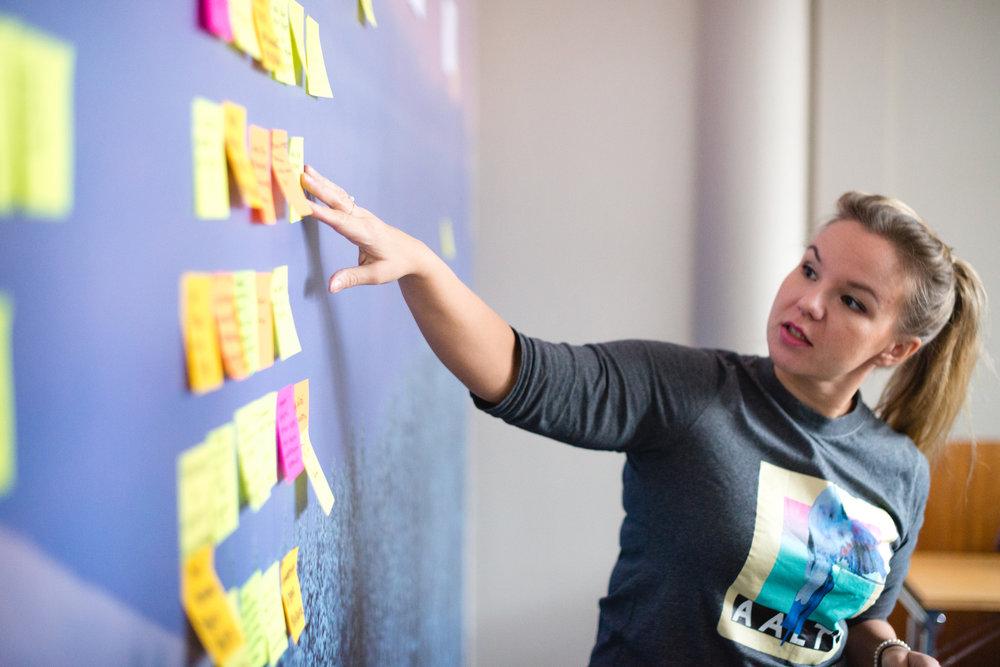 Strategia ja konsultointi - Liiketoiminnan tavoitteista kumpuavat strategiat, strategioiden jalkauttaminen ja työpajat markkinoinnin kehittämiseen.