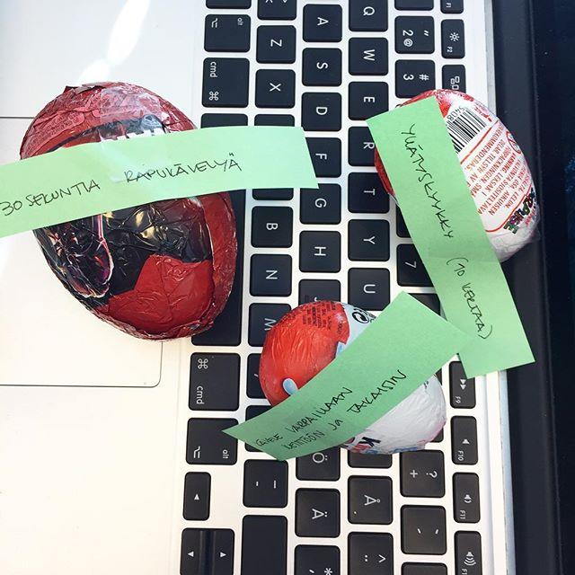 Vieläkin hengästyttää eilinen toimiston #munajahti 🐰 #yllätyskyykky löytyi myös! 👉🏻 Insta storiesista löytyy todistusaineistoa! #pääsiäinen #työhyvinvointi  #workingatatomi