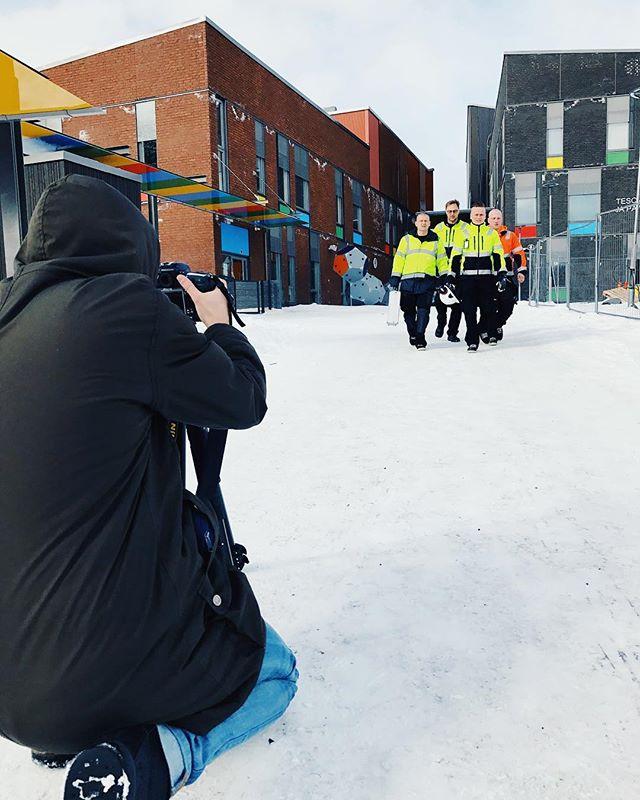 Another day at the office. 📸 Tänään ollaan kuvaamassa Tampereen Tilapalvelut Oy:n uusia brändikuvia. Onneksi sääkin on juuri niin 💎 kuin tilattiin. 😎☀️ #atomiwork #tilapalvelut #photoshoot #brandphotography