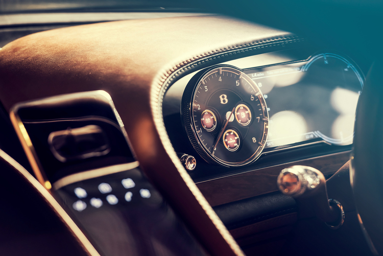 bentley-exp10-detail-james-lipman-dashboard.JPG
