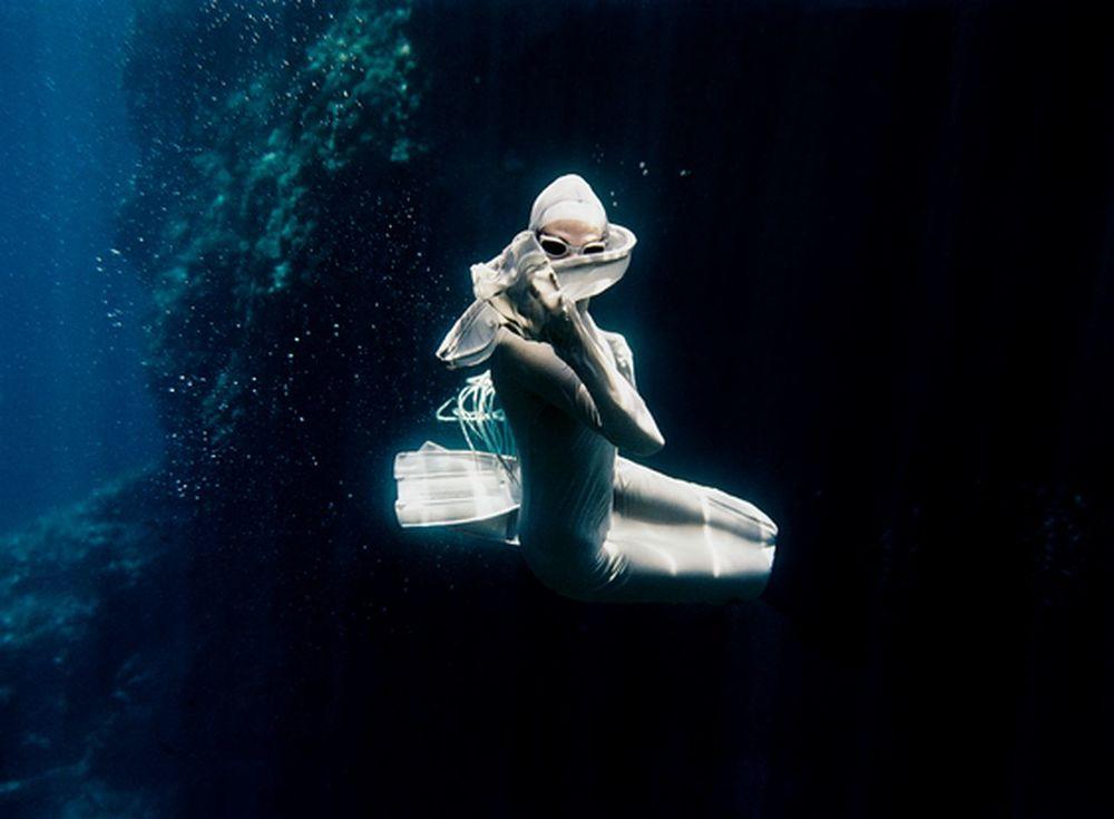 peter-de-mulder-underwater-photography-artists-legends-creative-management_11_result.jpg