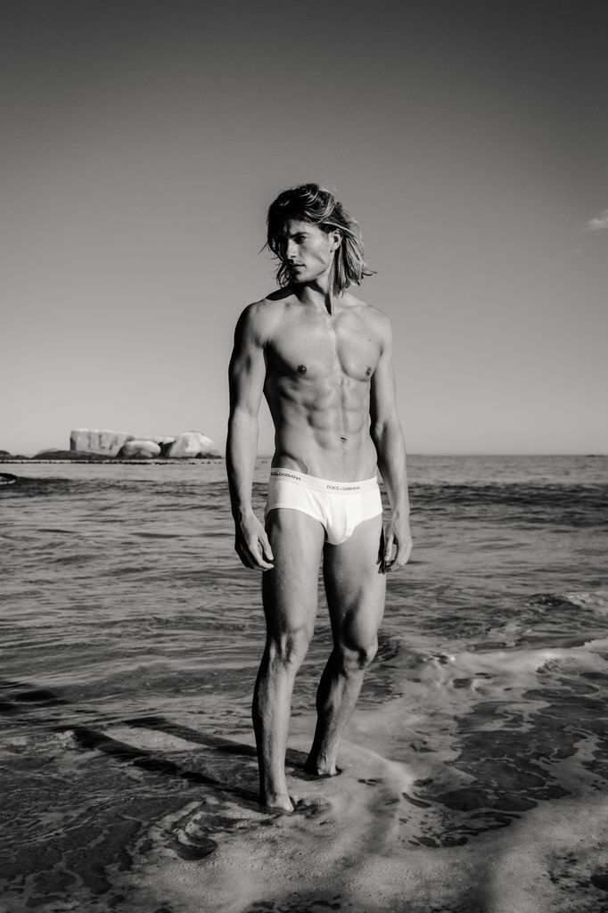 Social-shooter-swimwear-ricardo-lategan-artists-legends_08_result.jpg