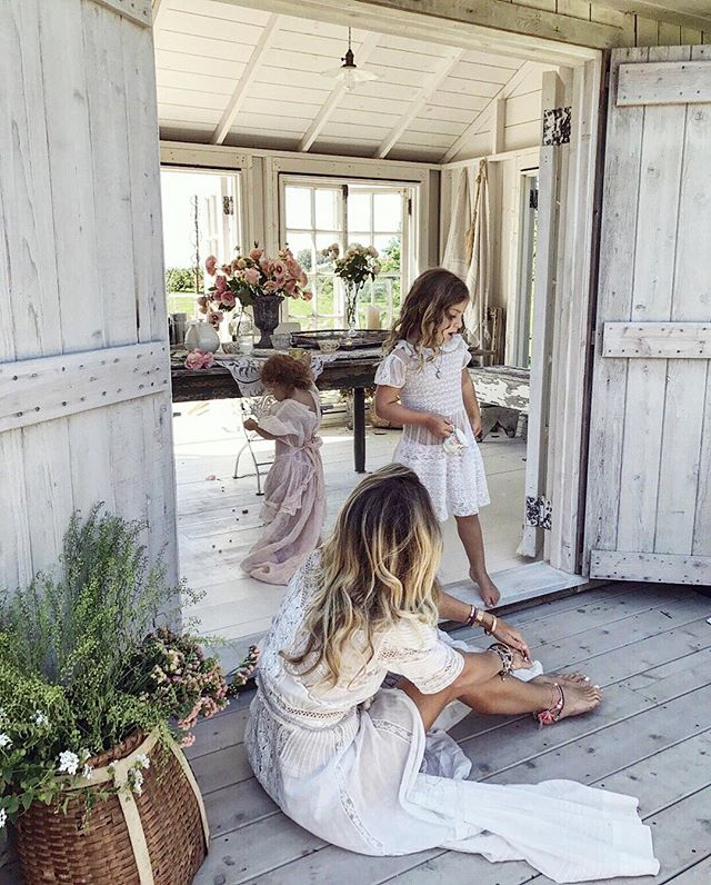 A day in the life 🕊 #behindthebarndoors #loveshackgirls
