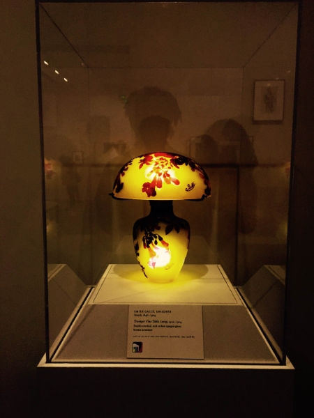 How precious is this floral mushroom lamp! Told my boyfriend that  I want one like it for our future house... Made with acid etched opaque glass and bronze armature.