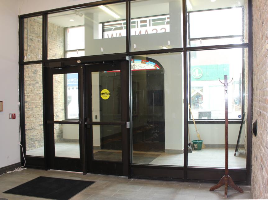 142 Dundas foyer.jpg