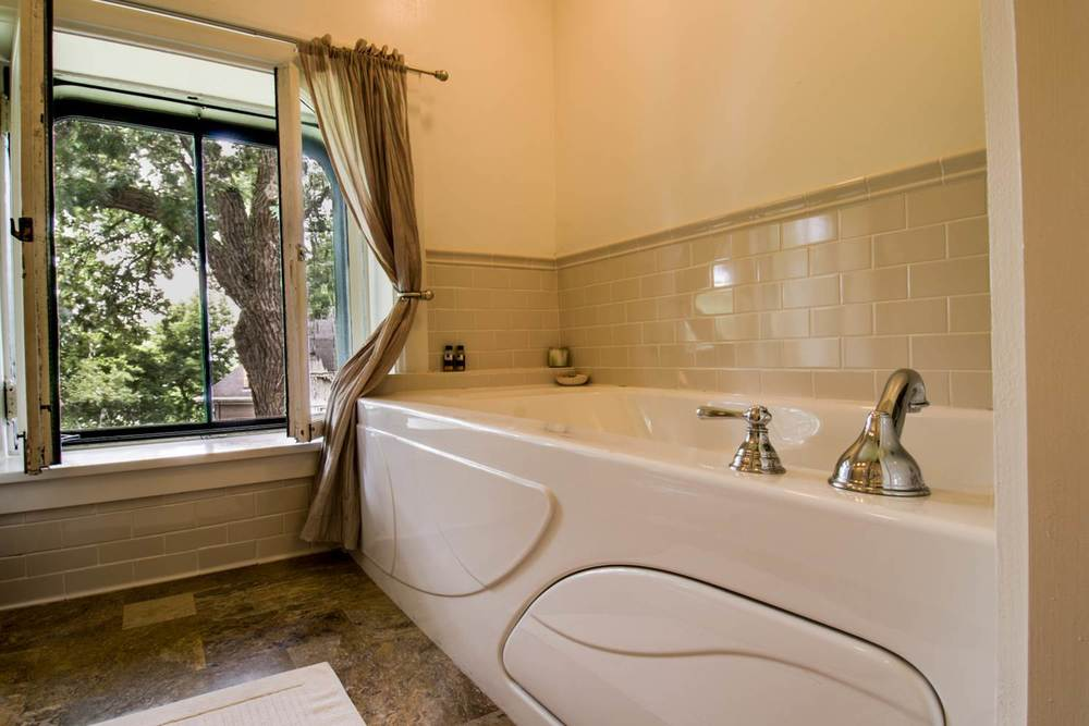 Griggs-3rd Floor bathroom2.jpg