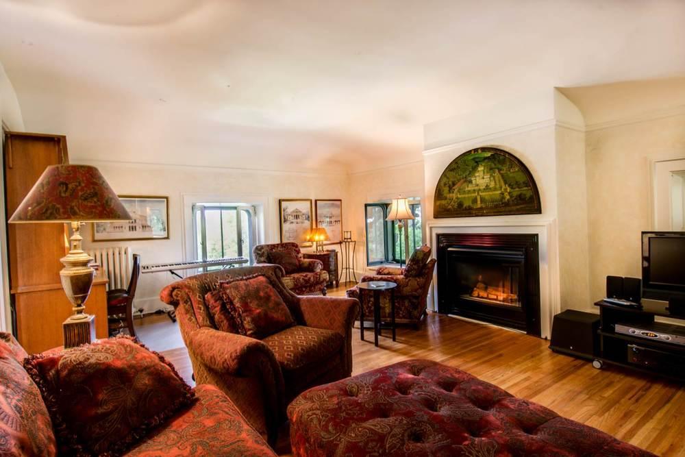 Griggs-3rd Floor living room - 2.jpg