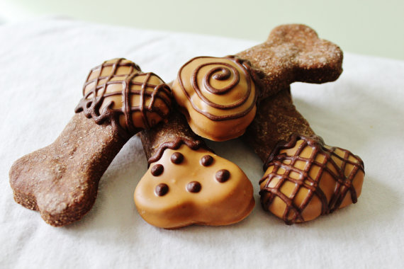 Been wondering what to get your dog for Valentine's Day? Look no further than these sweet sweet treats!  [Purchasable on Etsy]