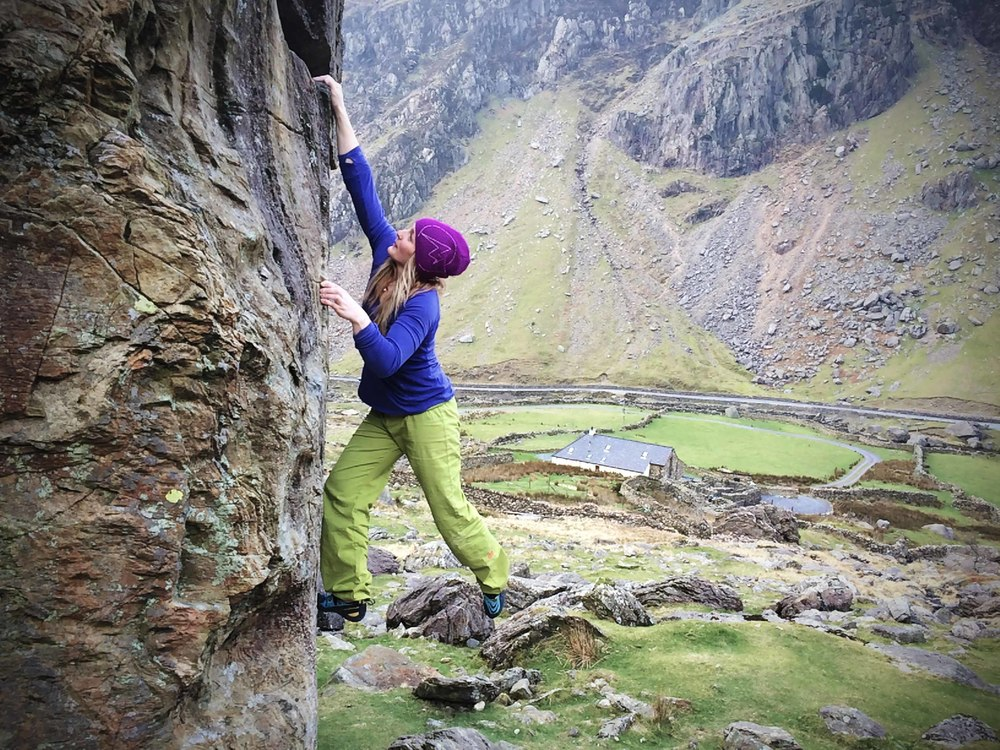 Leah Crane sending the powerful yet intricate Utopia Left Hand - Font 6C © LIAM LONSDALE 2015