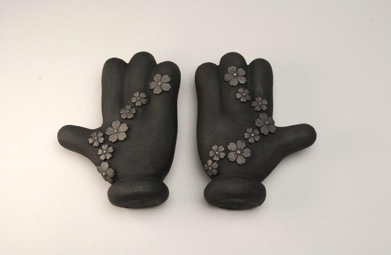 Sakura2_hands.jpg