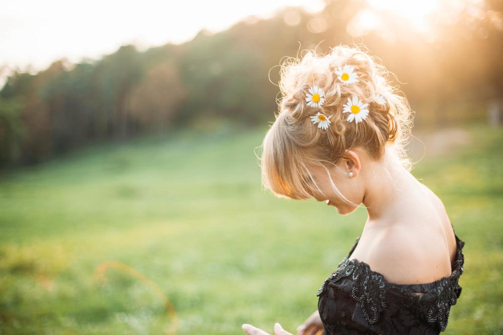 Senior-Portrait-Photographer-Senior-Pictures-Morgan-Flowers-in-Hair.jpg