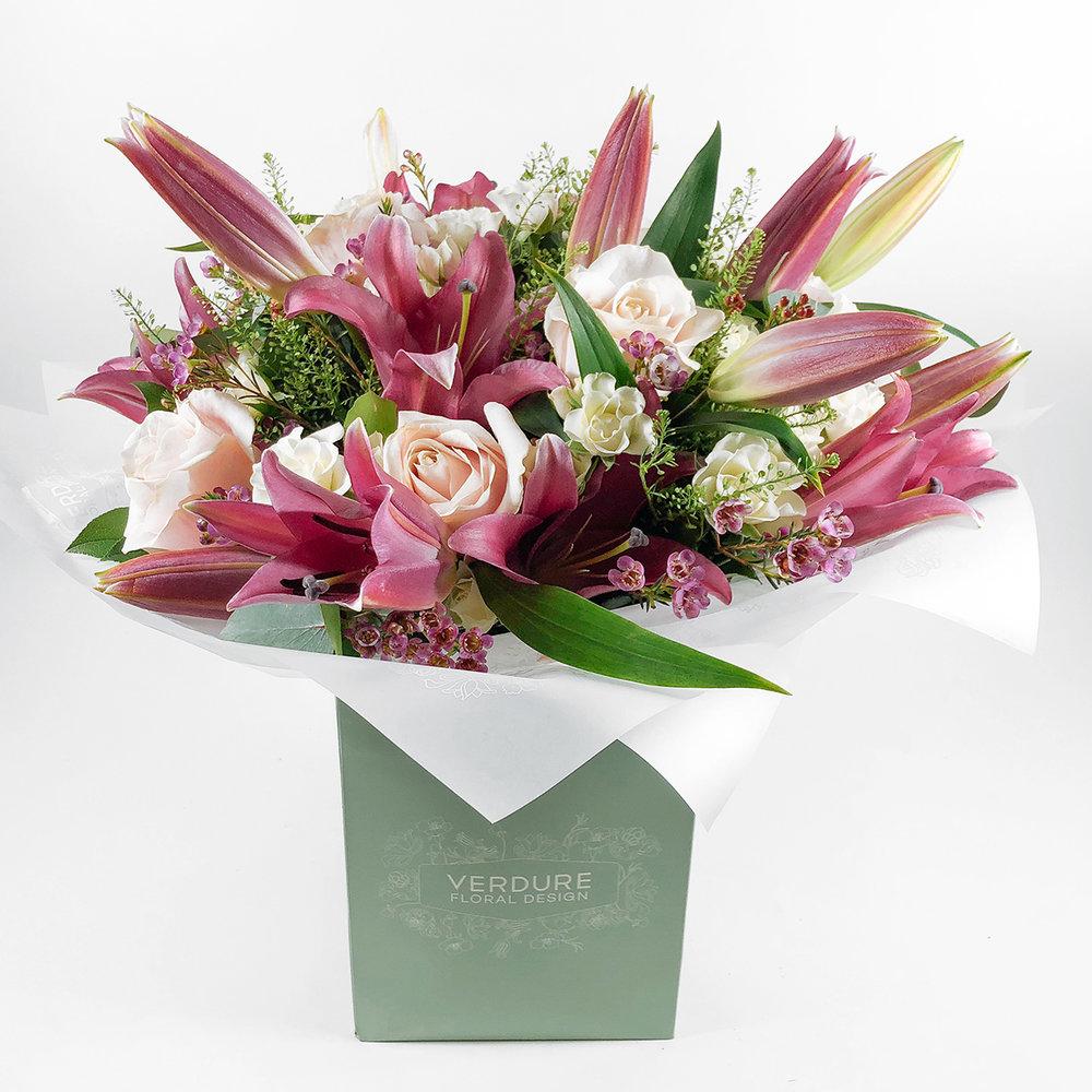 Roses lilies verdure floral design izmirmasajfo