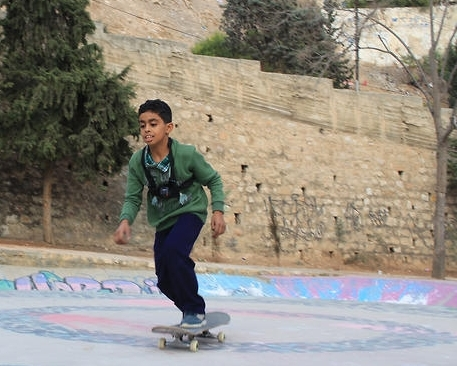 Breaking down cultural barriers through skateboarding - SBS NEWS