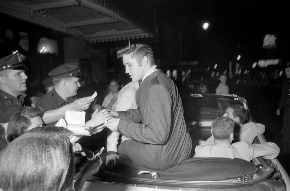 Elvis loved signing autographs no matter the hour.