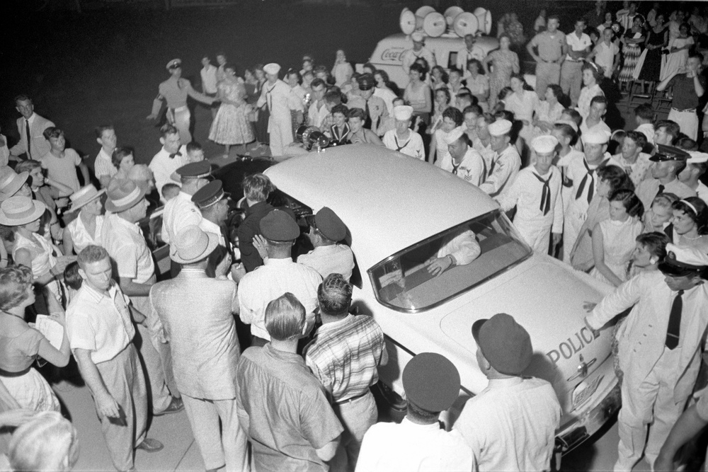 After leaving the Hudson Theatre late at night, Elvis is mobbed by fans.