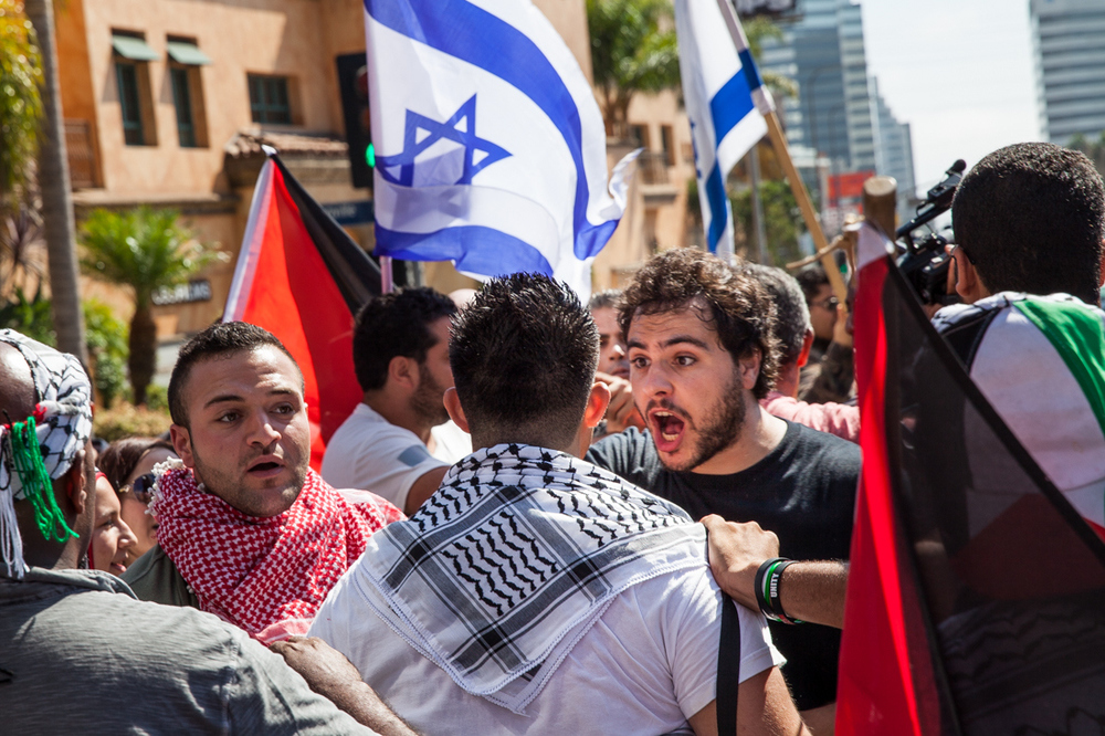 A heated confrontation between Israeli and Palestinian supporters in front of the Israeli Consulate of Los Angeles.
