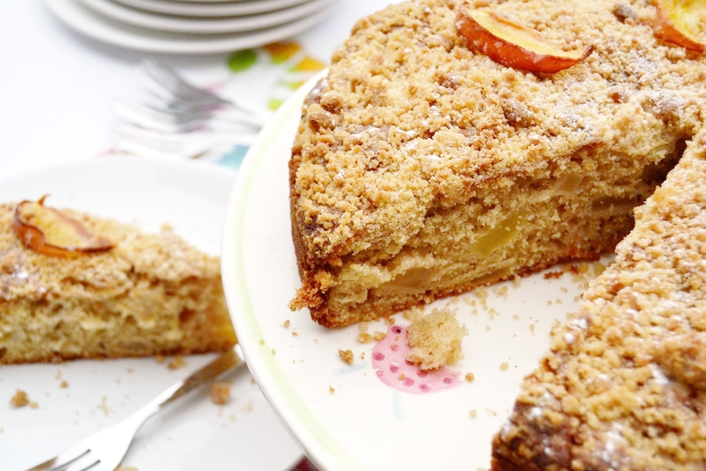Apple+Crumble+Cake.jpg