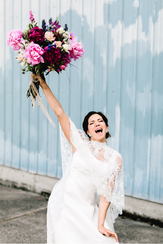 Photo by  Be Light Photography  Floral by  Fiore Floral De  sign
