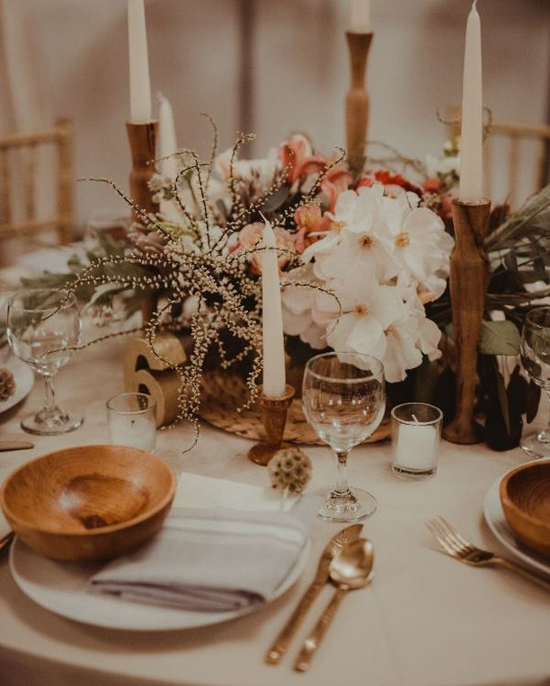 With the holidays right around the corner we could probably all use a little table setting inspiration 🍽️️️✨ #holidayinspo #pdxwedding #portlandeventspace #unionpine floral + decor: @smallyardflowers photo: @annacaitlinphotography