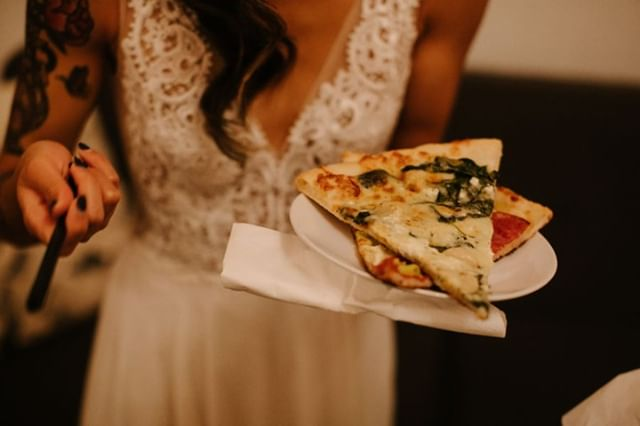 Two words: Pizza. Wedding. 🍕🍕 #weddingtrends #portlandpizza #portlandbride #pdxwedding #unionpine 📷: @katyweaverphotography