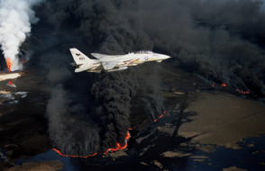 f-14a_vf-114_over_burning_kuwaiti_oil_well_1991.png
