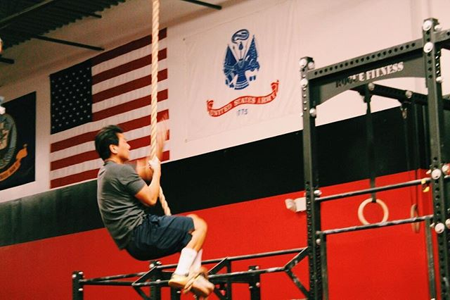 Got a case of the winter blues? Stop by CFCM and get a great workout in!  Monday, January 14 35 min. EMOM alternating between: 3 rope climbs 6 handstand push-ups 9 GHD sit-ups 12 box jumps (24/20 in) Rest 1 min. • • • #cfcm #cfcmmen #fitmen #crossfit #fitness #functionalfitness #howardcountyfitness #emom #workoutoftheday #snowday #mondaywod